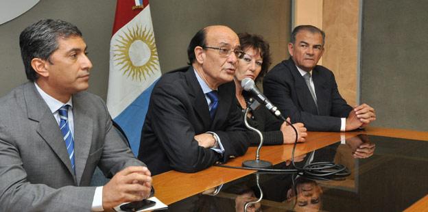 Oscar González presidió reunión anuncio de aumento a los policías