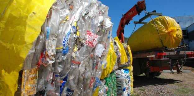 Cápsulas y fardos de residuos