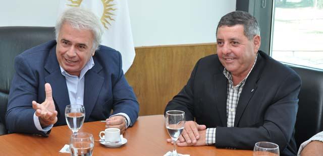 José Manuel de la Sota e integrantes de la Federación Agraria Argentina, encabezados por Alfredo De Angeli, se reunieron esta tarde en el Centro Cívico de la ciudad de Río Cuarto