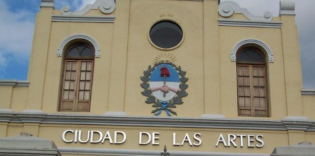 fachada de la Ciudad de las artes