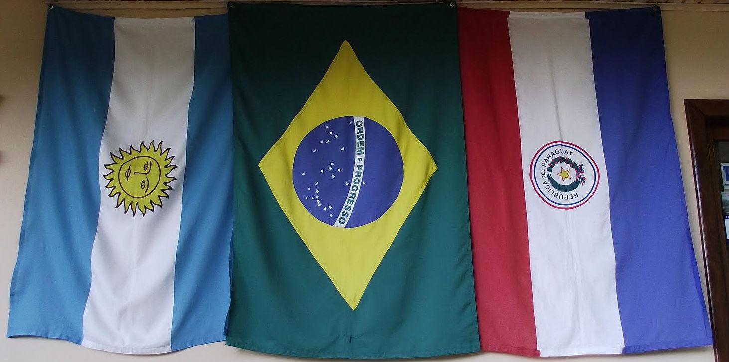 Banderas de Argentina Brasil y Paraguay