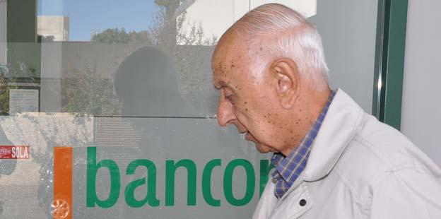 Cobran jubilados y pensionados provinciales