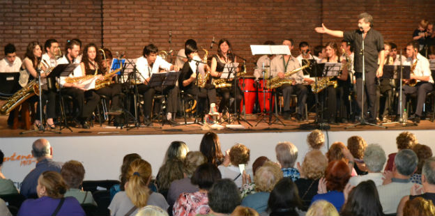 Big Band en el Hogar Arturo Illia