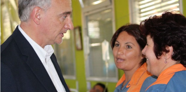 Simon visita el hospital de Villa Dolores