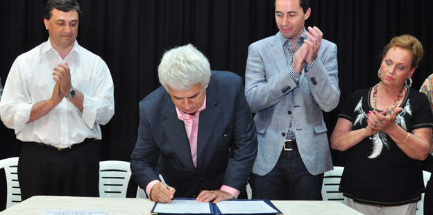 La Provincia entregó hoy aportes para la ampliación del centro de salud y la planta depuradora de líquidos cloacales de Brinkmann.
