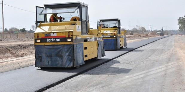 Maquinas trabajan en autovía ruta 19