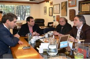 El ministro de Industria, Comercio, Minería y Desarrollo Científico Tecnológico Martín Llaryora se reunió en la sede de la municipalidad de Villa General Belgrano con fabricantes locales de cerveza.
