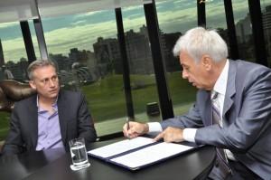 Firma de convenio entre De la Sota y Aviles.