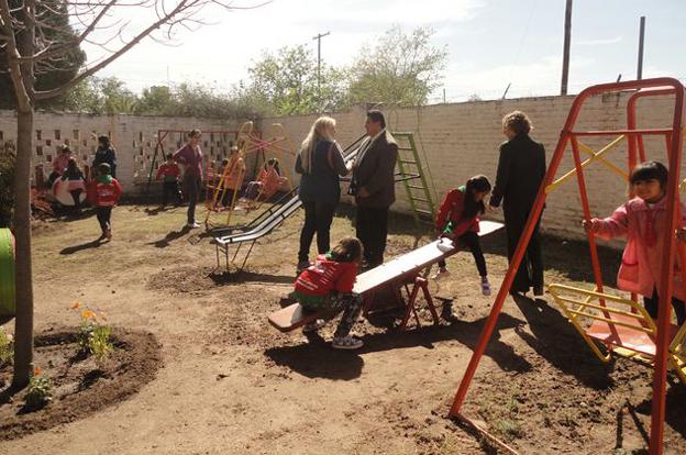 Beautiful juegos para patio jardin de infantes ideas for Amapola jardin de infantes