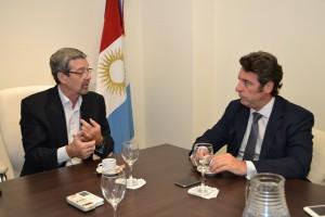 Ministro de Industria, Comercio y Minería, Roberto Avalle con Carlos Magariños