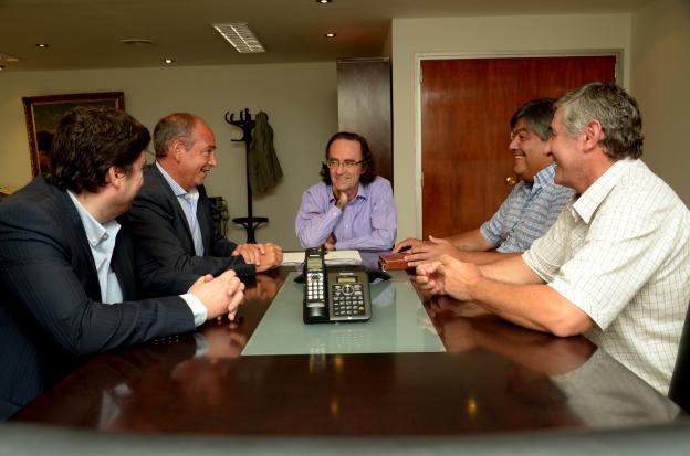 Finanzas firmó convenios de cooperación con San Basilio y Etruria