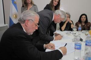 El ministro Luis Angulo firmará un convenio con rectores de Univercidades de Córdoba_5872