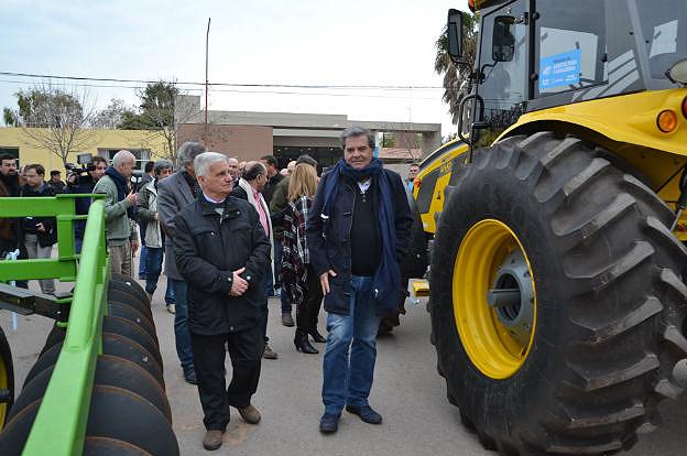 Idiazábal: la Provincia entregó maquinaria por más de $2 millones