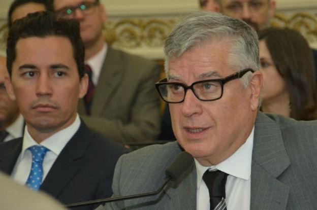 Resultado de imagen para carlos gutierrez legislador provincial