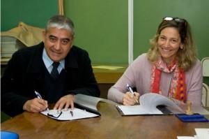 El director general, Víctor Gómez, y la presidenta de la fundación, María Alejandra Allende, firmaron el acuerdo.