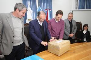 El ministerio de Agua, Ambiente y Servicios Públicos. Apertura de sobres de presentación desagües pluviales para Villa María_8798