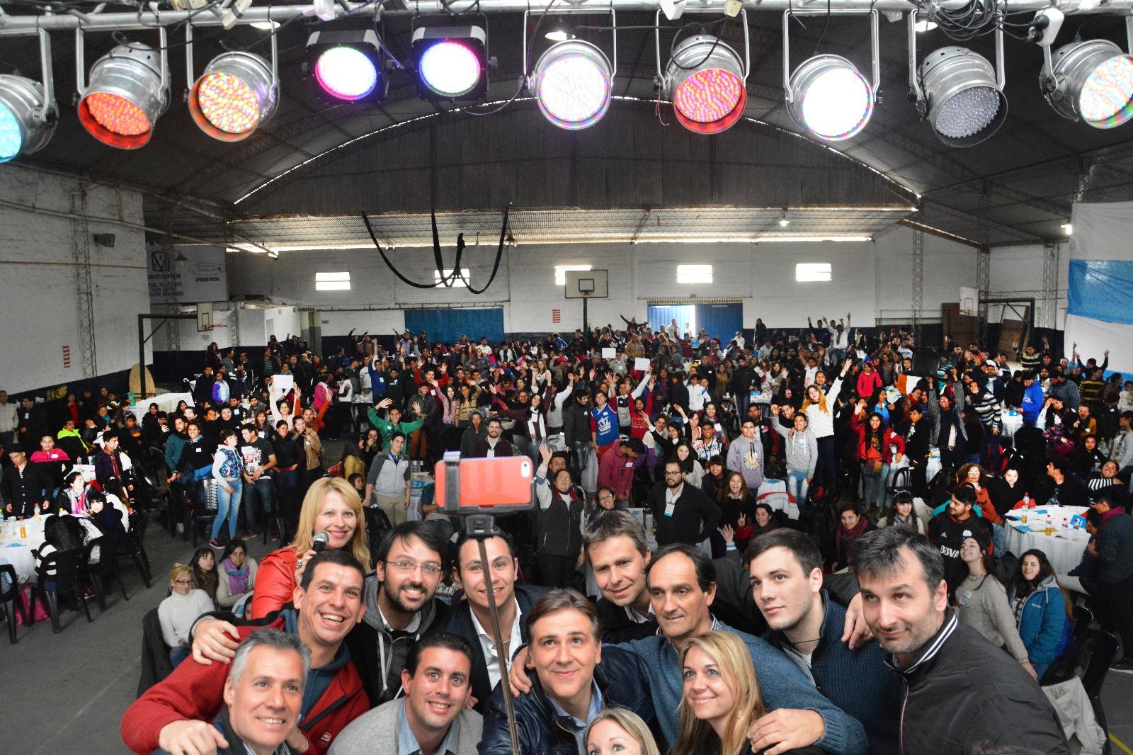 """Junto a 700 jóvenes del norte provincial, Llaryora asistió al """"2° Foro de Participación Juvenil"""""""