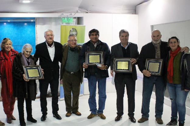 Palermo: Busso recorrió la muestra y distinguió a cabañas cordobesas