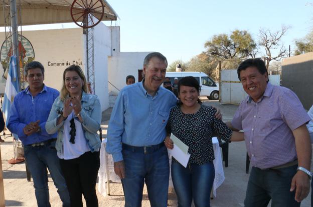 Schiaretti visitó Chuña y Quilino para entregar créditos Vida Digna