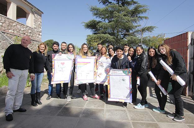 Alumnos del Ipem 35 Ricardo Rojas, contra de la violencia de género