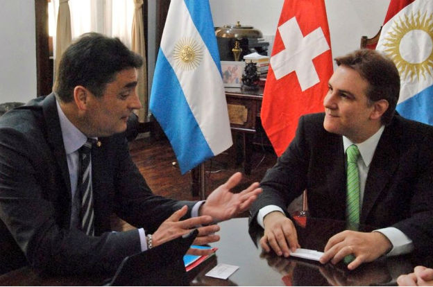 Llaryora recibió a representantes de la Embajada de Suiza