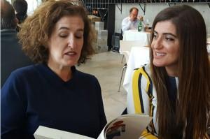 Claudia Martínez y Sara Pagola Aizpiri durante el encuentro.
