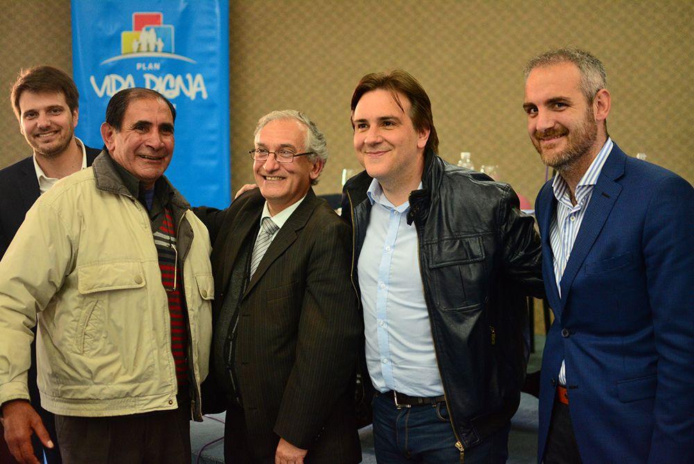 Llaryora entregó aportes para municipios y beneficios para familias del sur provincial