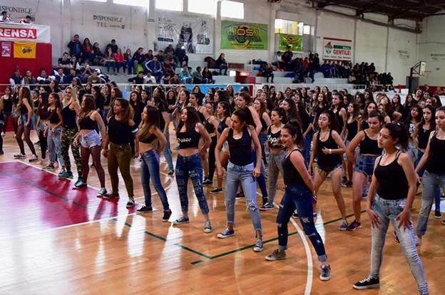 Más de 600 estudiantes disfrutaron del 8° encuentro de coreografías