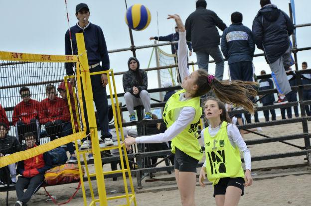 Juegos Evita: las mellizas Lisa avanzan en el beach vóley
