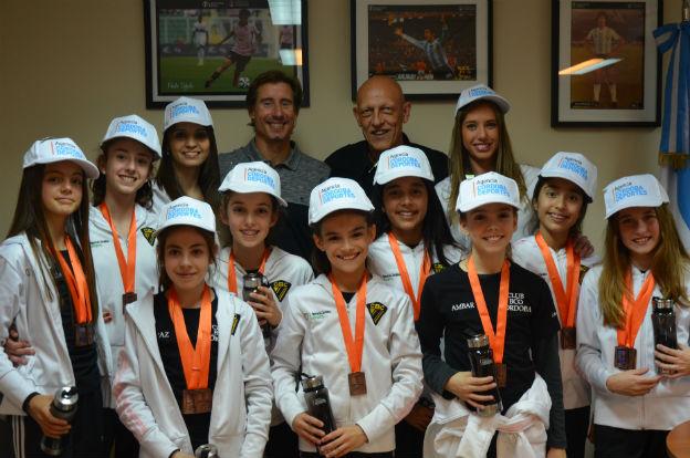 Reconocieron a las gimnastas de la Escuela del Kempes que brillaron en Colombia