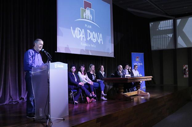 Schiaretti entregó 300 beneficios Vida Digna a cordobeses de Capital