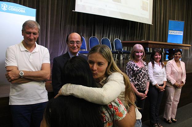 Más familias de Córdoba recibieron créditos del plan Mejor Hogar