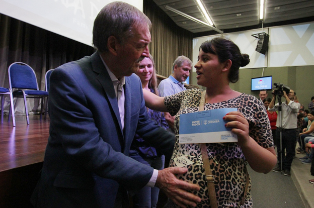 Schiaretti entregó otros 300 préstamos del plan Vida Digna
