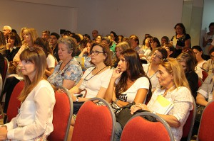 Representantes multisectoriales aportan su compromiso por la educación.