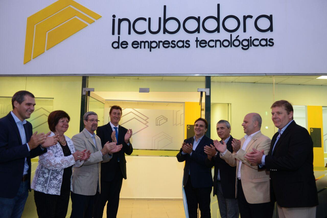 Llaryora inauguró incubadora de empresas tecnológicas en San Francisco