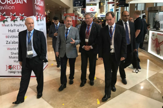 Schiaretti recorre la feria Gulfood 2017 en Dubai