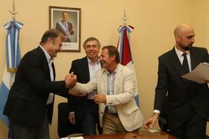 Firma entre APROSS e intendentes del interior provincial.12