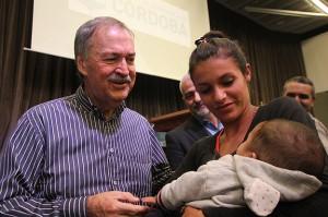 El gobernador Schiaretti entregó 400 beneficios Vida Digna a vecinos de Capital.