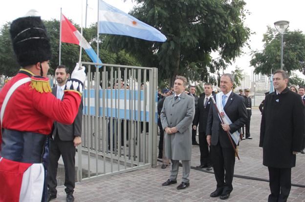 Schiaretti preside los actos oficiales por un nuevo aniversario de la Revolución de Mayo