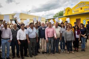 El ministro Luis Angulo entregó resoluciones posesorias en Iglesia Vieja, Cruz del Eje.