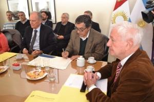 Ministro Robledo rubrica junto al Ministro de Salud el Convenio con la Universidad y entes público-privados