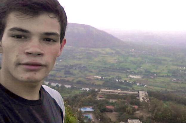 Leandro Bustos, el estudiante cordobés que estudia en Pune, India.