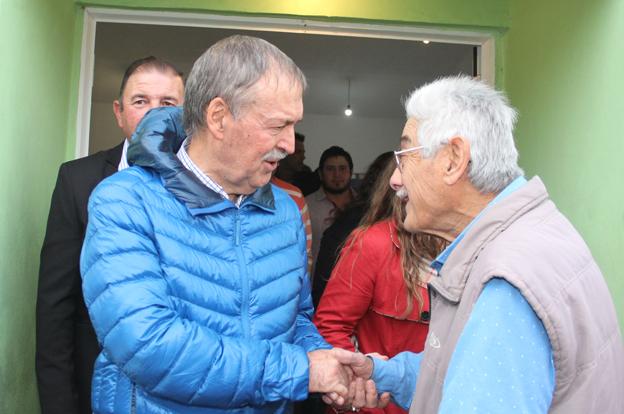 Juan Schiaretti de visita en Colonia Las Cuatro Esquinas.
