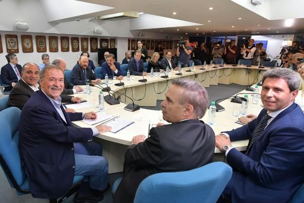 Reunión de Gobernadores en la sede del CFI.