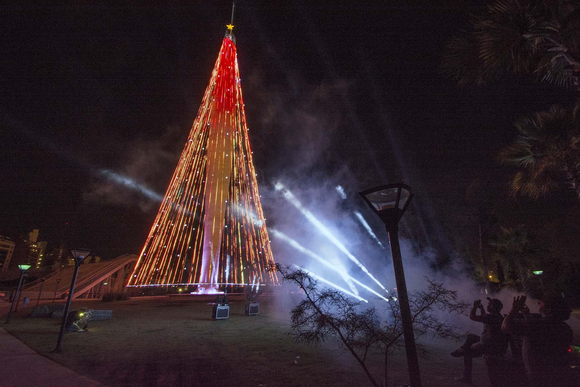 con un gran concierto del coro de de nios cantores se encender en conmemoracin a la celebracin cristiana por el da de la virgen el rbol de navidad - Imagenes Arbol De Navidad