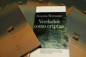 """Tapa de los libros """"Verdades como criptas"""""""