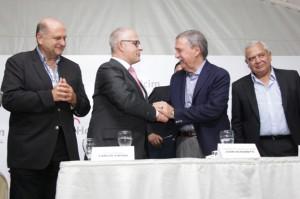 7 -El gobernador Juan Schiaretti en  la planta Holcim copia