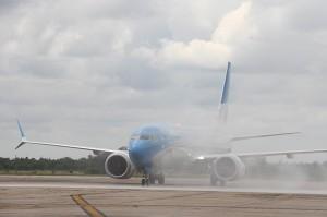 La aeronave 737 MAX 8, una de las más modernas del mercado mundial lega al Aeropuerto Internacional Ambrosio Taravell
