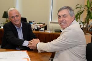 El ministro Juan Carlos Massei junto a uno de los titulares del Grupo Edisur, Fernando Reyna