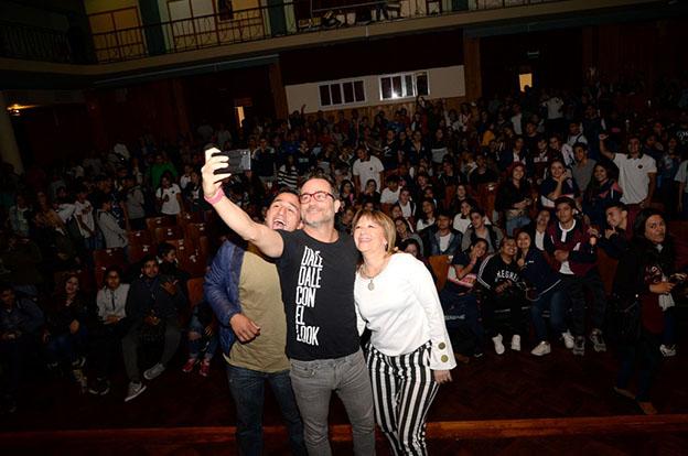 Gastón Pauls habló de adicciones con más de 400 jóvenes cordobeses